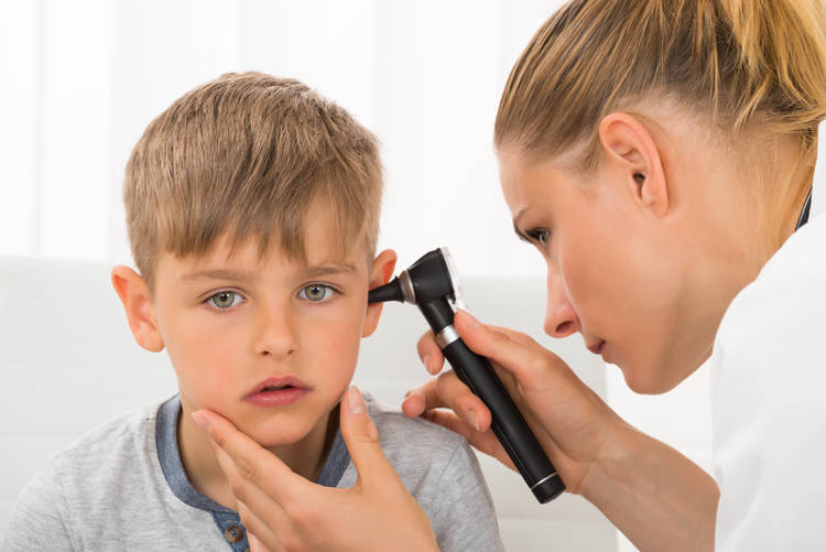 You are currently viewing Cum se curata urechile copilului in mod corect