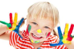 Imaginatia si creativitatea: Incurajeaza-l pe micul artist!
