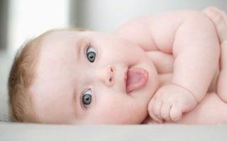 bebelus care regurgiteaza