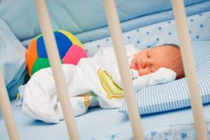 Patutul pentru bebelus: Cum trebuie sa fie el?