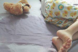 Enurezis – De ce copilul se scapa in pat