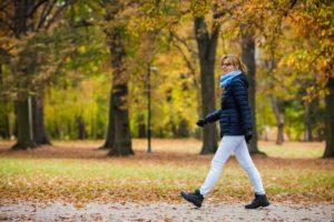 Cat vei slabi daca vei merge pe jos 30 de minute zilnic?