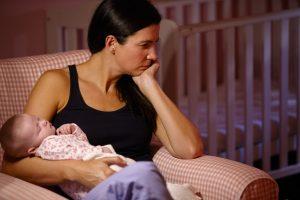 Depresia postnatala – simptome si tratament
