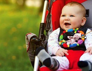 bebe in carucior