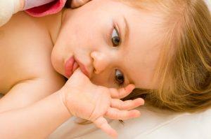 Copilul meu inca isi mai suge degetul