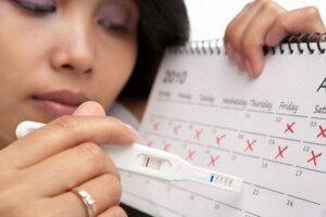 De ce intarzie menstruatia? 15 motive in afara de sarcina