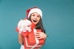 Ce cadouri oferim copiilor si cum ii invatam sa se bucure din plin de ele?
