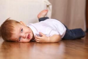 Copilul a cazut din pat: care sunt consecintele?