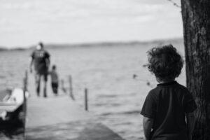 Trauma abandonului. Psihologia copilului abandonat de parinte