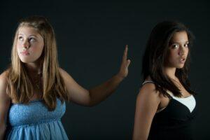 Read more about the article Cum sa recunosti si sa neutralizezi persoanele negative din viata ta