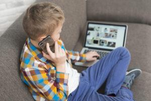 Read more about the article Are nevoie copilul de smartphone: opinia oamenilor de știință și sfatul experților
