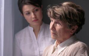 Read more about the article Ce trebuie să știi despre Alzheimer și de ce femeile sunt mai des afectate?