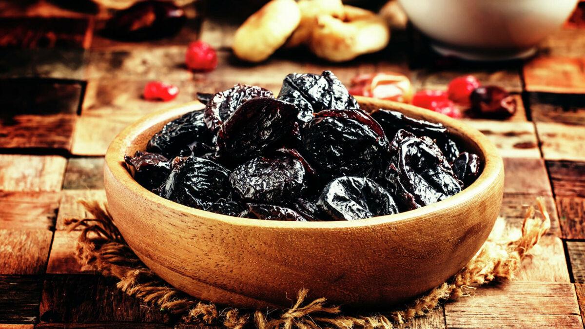 You are currently viewing Beneficiile prunelor uscate. Proprietăți și contraindicații